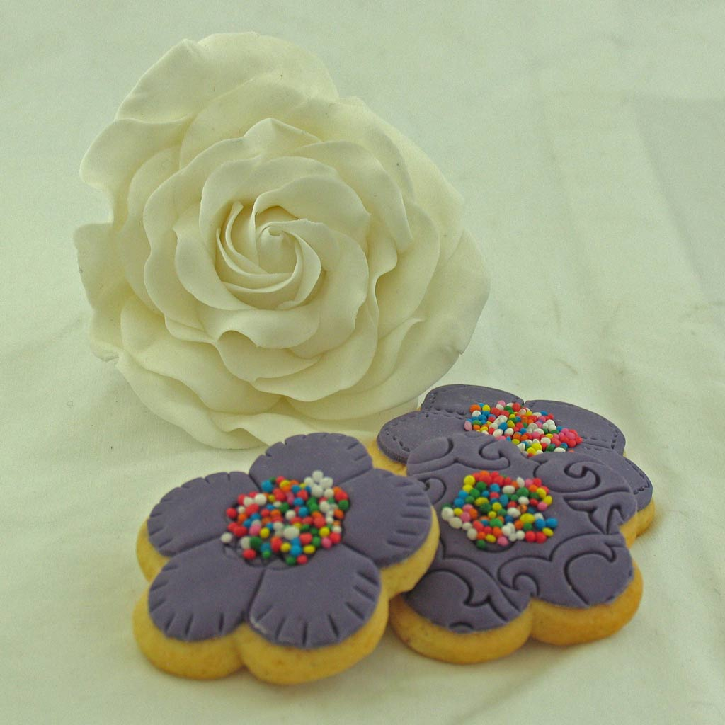 Biscuit-and-flower.jpg